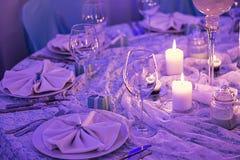 Tabelle eingestellt für ein Abendessen Lizenzfreie Stockfotografie
