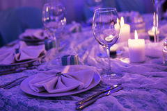 Tabelle eingestellt für ein Abendessen Lizenzfreie Stockbilder