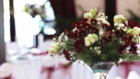 Tabelle eingestellt für Ereignispartei oder -Hochzeitsempfang stock video