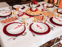 Tabelle eingestellt für Weihnachtsabendessen Lizenzfreie Stockfotografie