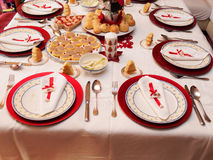 Tabelle eingestellt für Weihnachtsabendessen Stockfotografie