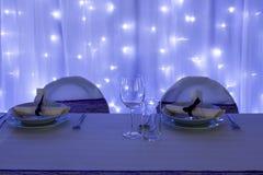 Tabelle eingestellt mit Dekorationen Stockfoto