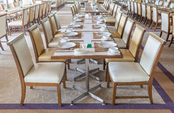 Tabelle eingestellt vor einer Ereignispartei Lizenzfreies Stockfoto