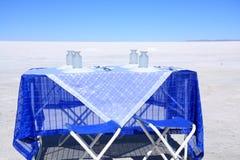 Tabelle für das Mittagessen in Salar de Uyuni Lizenzfreies Stockbild