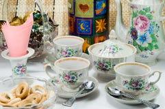 Tabelle für das Teetrinken Stockfoto
