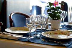 Tabelle für ein Abendessen stockbild