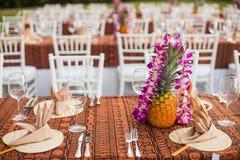 Tabelle für ein Ereignis im Freien in einem tropischen Standort Stockfotos
