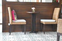 Tabelle für zwei Stockfoto