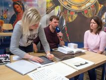 Tabelle f?r Blindenschrift-Handschrift Lese- und Schreibenshilfen f?r die Vorh?nge auf Buch-Welt Prag 2019 lizenzfreies stockbild