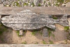 Tabelle geschnitzt in Form von Fischen Lizenzfreies Stockfoto