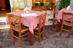 Tabelle greche tradizionali della locanda Fotografia Stock