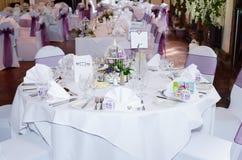 Tabelle am Hochzeitsempfang Lizenzfreie Stockfotografie