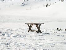 Tabelle im Schnee Stockfoto