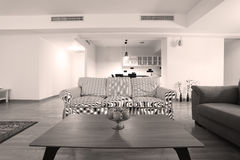Tabelle im Wohnzimmer Stockbilder