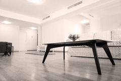 Tabelle im Wohnzimmer Stockfoto