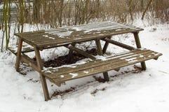 Tabelle mit Bänke Lizenzfreie Stockfotografie