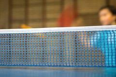 Tabelle mit Netz für Tischtennis Lizenzfreie Stockfotos