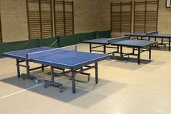 Tabelle mit Netz für Tischtennis Stockfoto