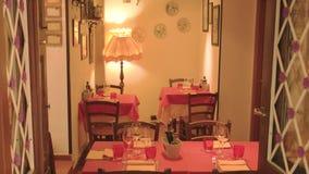Tabelle nel ristorante video d archivio