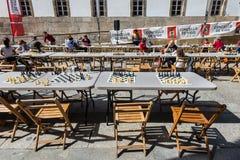 Tabelle per il gioco degli scacchi nel centro di Vigo, Spagna Fotografia Stock Libera da Diritti