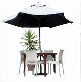 Tabelle, Stühle, Anlage und Regenschirm Stockfoto