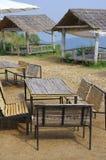 Tabelle, Stühle und Pavillonbambus Stockfotos