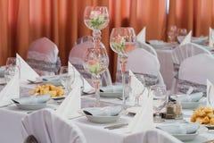 Tabelle stellte für eine Ereignispartei oder -Hochzeitsempfang ein Stockfoto