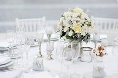 Tabelle stellte für eine Ereignispartei oder -Hochzeitsempfang ein Lizenzfreies Stockfoto