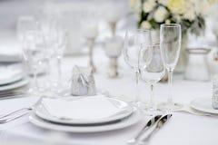 Tabelle stellte für eine Ereignispartei oder -Hochzeitsempfang ein Lizenzfreie Stockfotos