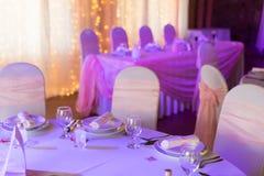 Tabelle stellte für eine Ereignisparty oder -Hochzeitsempfang ein lizenzfreie stockfotos