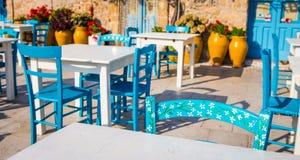 Tabelle in un ristorante italiano tradizionale in Sicilia Fotografia Stock Libera da Diritti