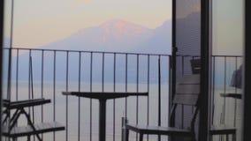 Tabelle und Stühle auf dem Balkon I stock footage