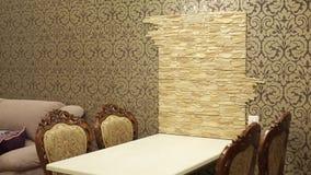 Tabelle und Stühle in der Wohnung stock video footage