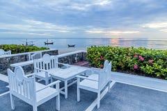 Tabelle und Stühle eingestellt auf Balkon Lizenzfreie Stockbilder