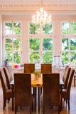 Tabelle und Stuhl in der Küche Stockfotografie