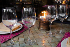 Tabelle verziert für Abendessen Lizenzfreies Stockbild