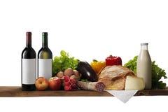 Tabelle voll der verschiedenen Nahrung lizenzfreie stockfotos