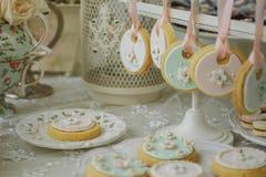 Tabelle von Bonbons für Hochzeitsfest Stockfotos