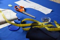 Tabelle vorbereitet für das Nähen stockfotos