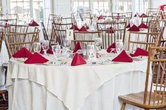 Tabelle vorbereitet für die Hochzeit Lizenzfreies Stockbild
