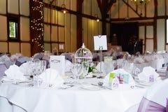 Tabelle vorbereitet für die Hochzeit Stockbilder