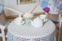 Tabelle, zum des Tees zu trinken Lizenzfreies Stockbild