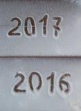 Tabellen 2017 auf dem Schnee Neues Jahr und Weihnachtsmotiv Lizenzfreie Stockfotos