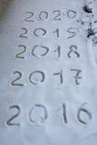 Tabellen 2017 auf dem Schnee Neues Jahr und Weihnachtsmotiv Stockfotos