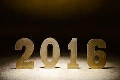 Tabellen 2016 auf einem Goldhintergrund Lizenzfreies Stockbild