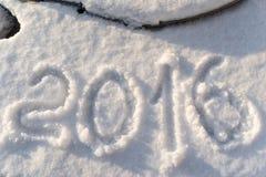 Tabellen 2016 auf glänzendem silbrigem Schnee Stockfoto