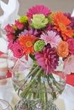 Tabellen-Blumen Lizenzfreie Stockfotografie