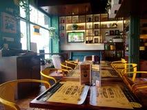 Tabellen in der Gaststätte Lizenzfreie Stockbilder