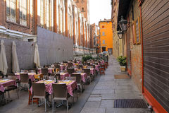 Tabellen des Restaurants Zerocinquantuno im Bologna Lizenzfreie Stockbilder