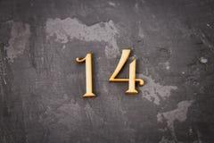 Tabellen eine und vier auf einem grauen Hintergrund Das Symbol des Tages Lizenzfreies Stockbild